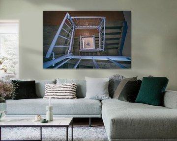 De blauwe lijn in het trappenhuis van Elianne van Turennout