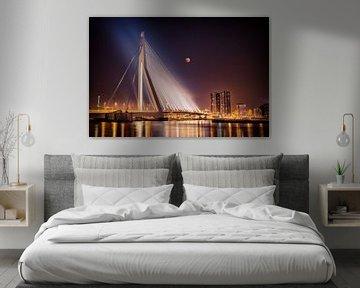 Erasmusbrug Rotterdam tijdens maansverduistering