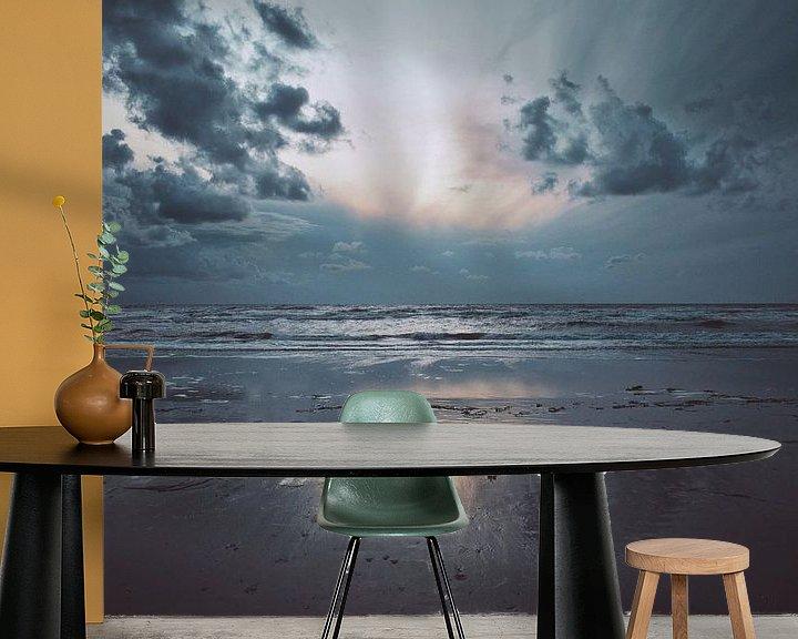 Sfeerimpressie behang: Strand bij Wijk Aan Zee van Niek van den Berg
