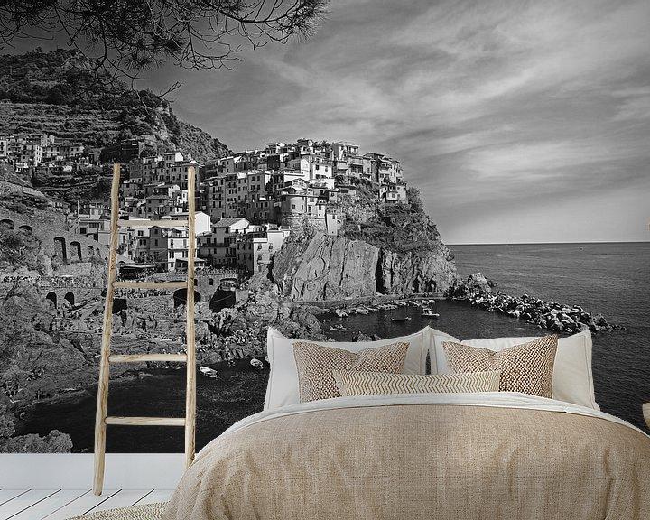 Sfeerimpressie behang: Uitzicht op Monarola, Cinque Terre in Italie van Jasper van de Gein Photography