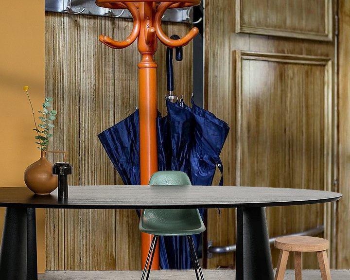 Sfeerimpressie behang: Kapstok met plu van Wybrich Warns