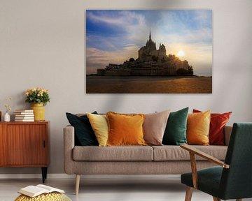 Mont Saint-Michel tijdens zonsondergang en eb van Dennis van de Water