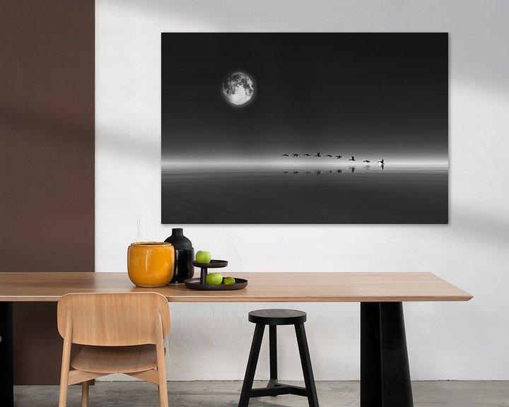 Sfeerimpressie: Dierenrijk – Ganzen die bij volle maan opstijgen van Jan Keteleer