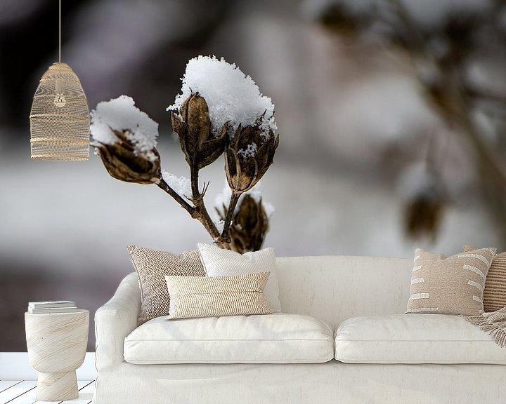 Sfeerimpressie behang: Topjes van sneeuw van Ingrid Aanen