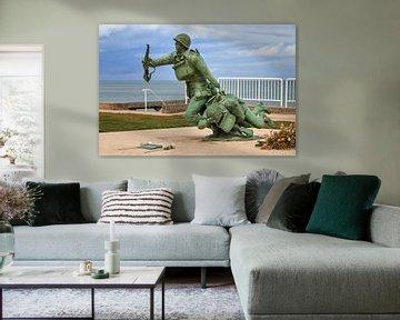 Standbeeld soldaten Omaha Beach van Dennis van de Water