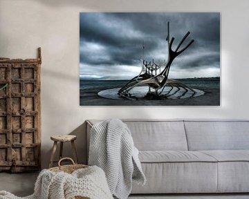 Solfar, het stilistisch uitgevoerde Vikingschip in Reykjavik van Gerry van Roosmalen