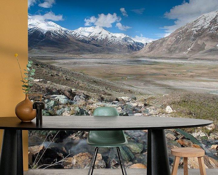 Sfeerimpressie behang: Himalaya Vallei 2 van Monique Pouwels