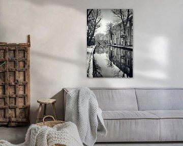 Zicht op de Vollersbrug met besneeuwde werven in Utrecht. (Utrecht2019@40mm nr 41) van De Utrechtse Grachten