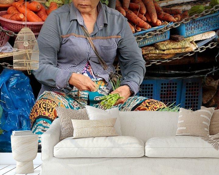 Sfeerimpressie behang: Markt Hoi An Vietnam van Bartholda Lucas