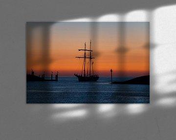 Schip tijdens zonsondergang van Jo Pixel