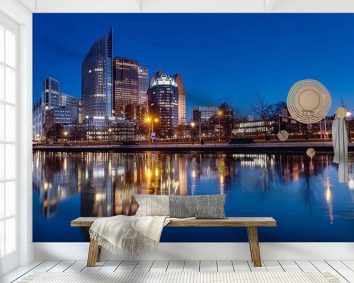 Sfeerimpressie behang: Skyline Den Haag van Tom Roeleveld
