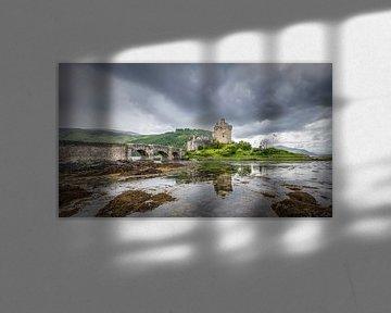 Eilean Donan Castle in Schotland van Michel Seelen