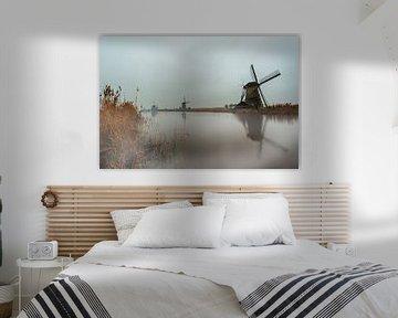 Mist over de windmolens van de Kinderdijk