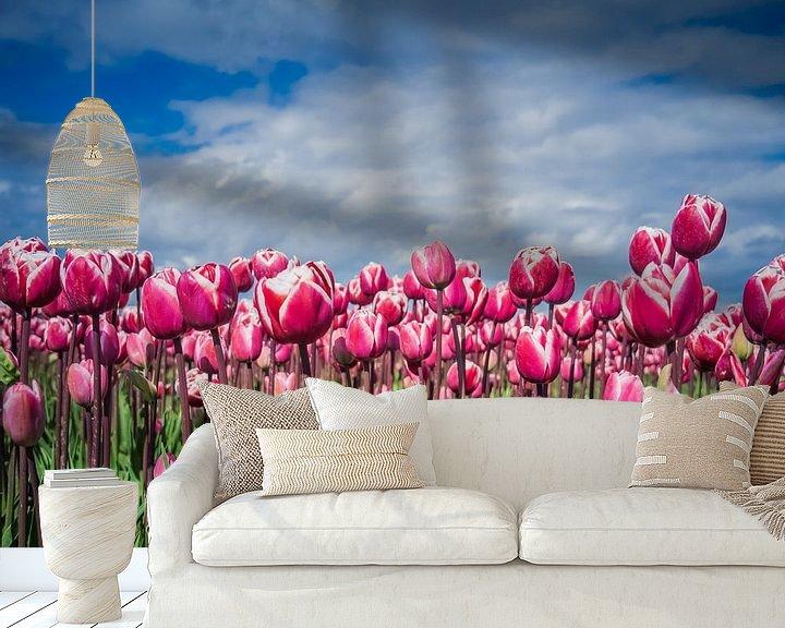 Sfeerimpressie behang: Paarse Tulpen van Martijn Tilroe