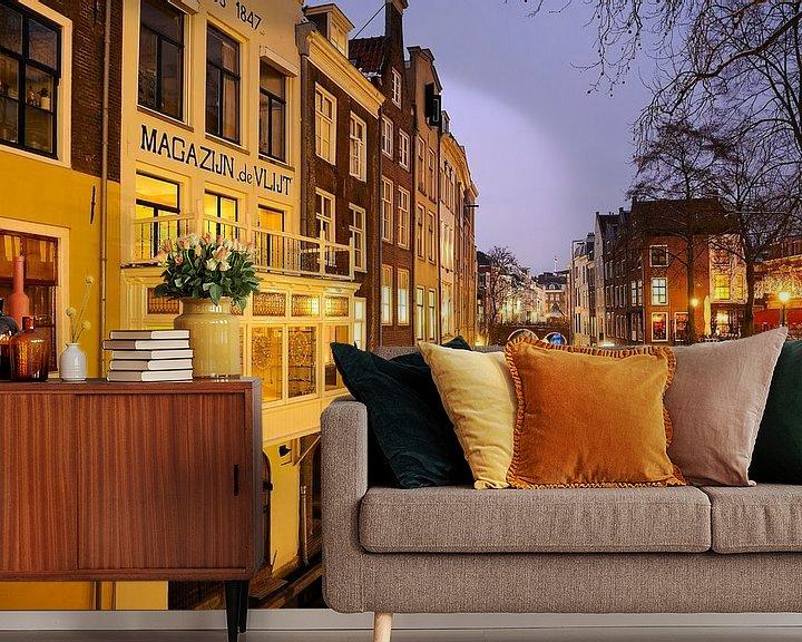 Sfeerimpressie behang: Oudegracht gezien vanaf de Gaardbrug in Utrecht (2) van Donker Utrecht