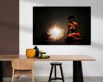 Erotisch naakt - Naakte vrouw omringd door duisternis