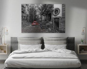 Verlassenes Auto bei Chateau Lumiere von Patrick Löbler