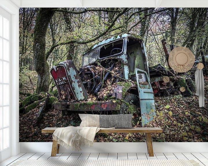 Beispiel fototapete: LKW im Wald von Inge van den Brande