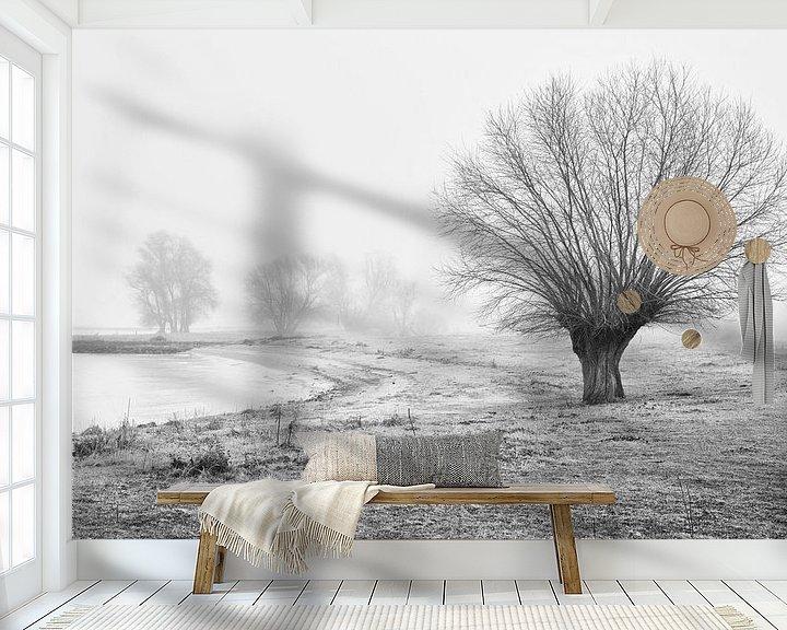 Sfeerimpressie behang: Landschap met mist en bomen in Werkendam van Rob van der Teen