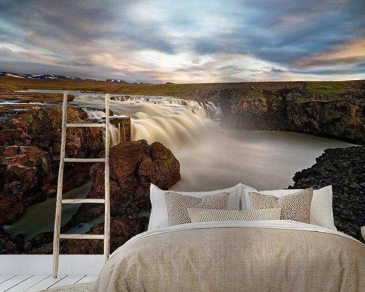 Beispiel fototapete: Wasserfall in wilder Landschaft im Abendlicht von Ralf Lehmann