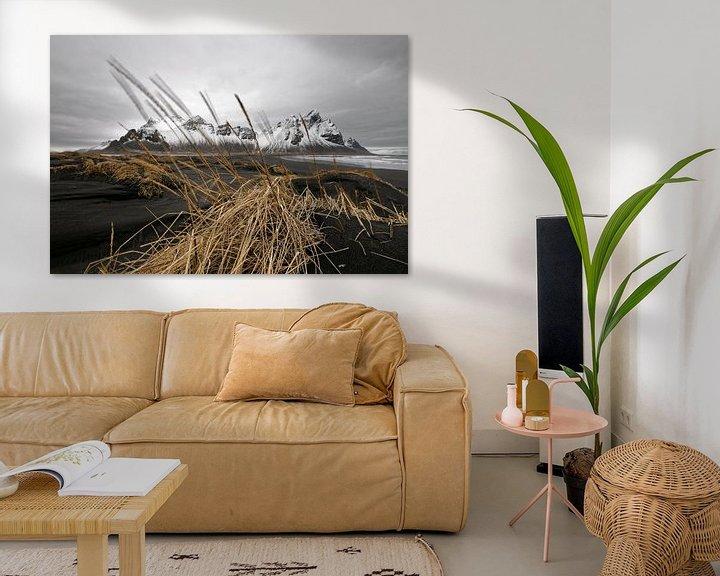 Beispiel: Bergkette hinter schwarzen Sanddünen in Island von Ralf Lehmann