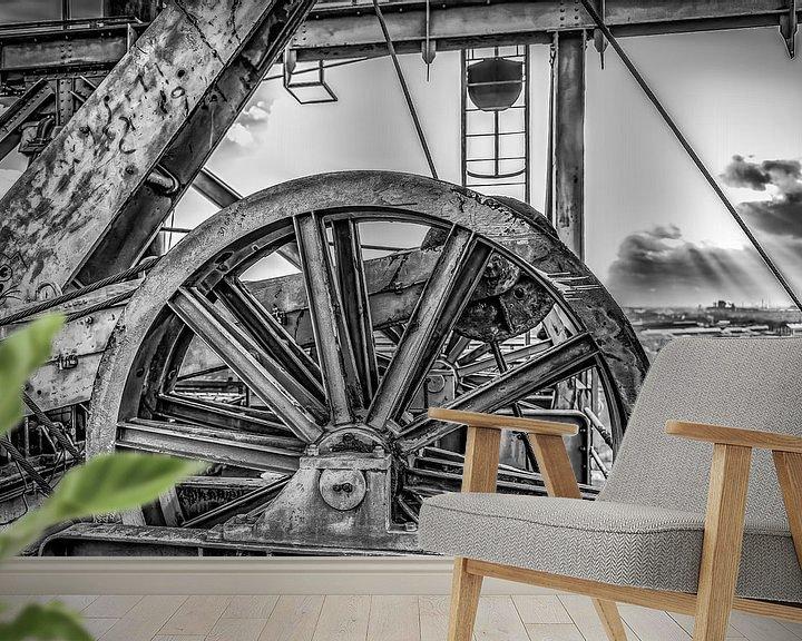 Sfeerimpressie behang: Wiel boven liftschacht van Okko Huising - okkofoto
