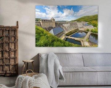 Landschaft mit deutschem Damm bei Edertal im Sauerland von Ben Schonewille