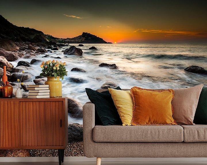 Sfeerimpressie behang: Zonsondergang bij Castelsardo op Sardinië van Damien Franscoise