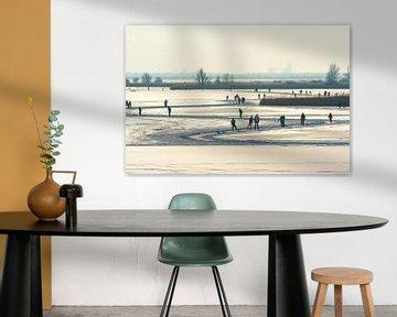 Winter Schaatsen op het meer. van Brian Morgan