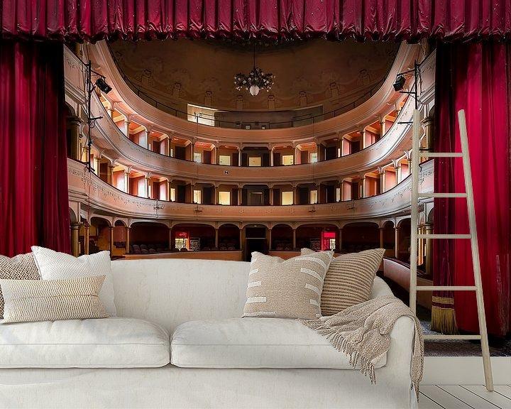 Sfeerimpressie behang: Verlaten Theater in Verval. van Roman Robroek