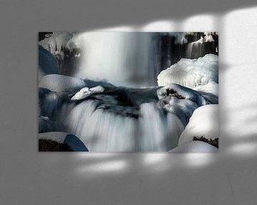 Öxarárfoss in een winters IJsland decor van Gerry van Roosmalen