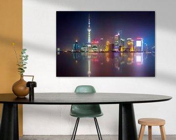 Shanghai Skyline in de avond van Marcel Samson