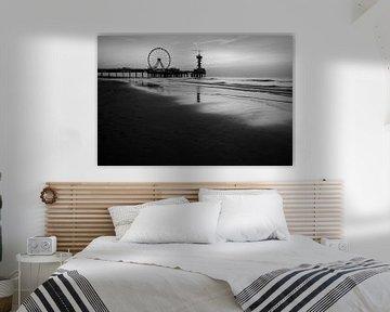 Coucher de soleil Scheveningen en noir et blanc sur Arjen Roos