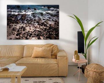 Rocks on a beach van Jasper Verolme