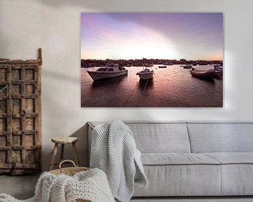 De haven van Alvor in Portugal bij zonsondergang sur Nisangha Masselink