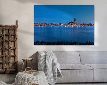 Dordrecht in het blauwe uur van Ilya Korzelius