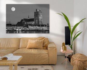 Skyline van Dordrecht bij nacht von Ilya Korzelius