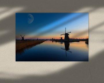 Maan boven de Kinderdijk