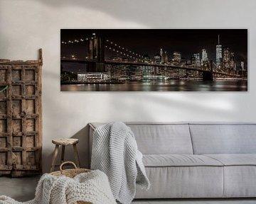 MANHATTAN SKYLINE & BROOKLYN BRIDGE Idyllisch nachtzicht | Panorama van Melanie Viola