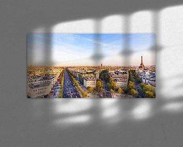 Blick auf Paris mit der Champs-Elysées und dem Eiffelturm von Werner Dieterich