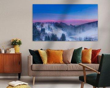 Kleurrijke zonsondergang in de bergen van Kim Bellen