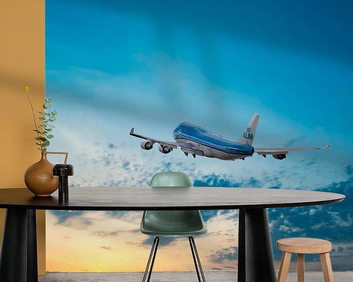 Sfeerimpressie behang: Boeing 747-406, KLM PH-BFN, KL2020, The City of Nairobi van Gert Hilbink