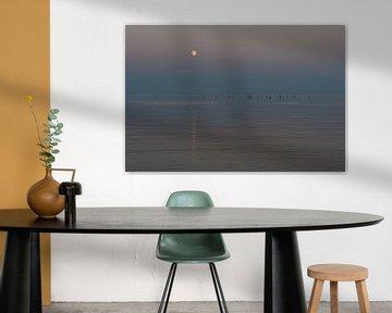 Mond mit Reflexion über dem Meer von Michiel Mos