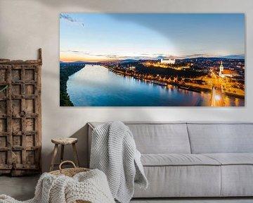 Bratislava mit der Burg bei Nacht von Werner Dieterich