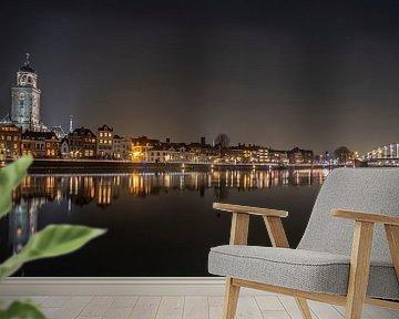 Skyline Deventer by night van Hans Brasz