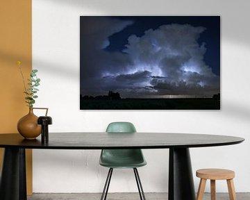 buienwolk verlicht door bliksem van Menno van der Haven