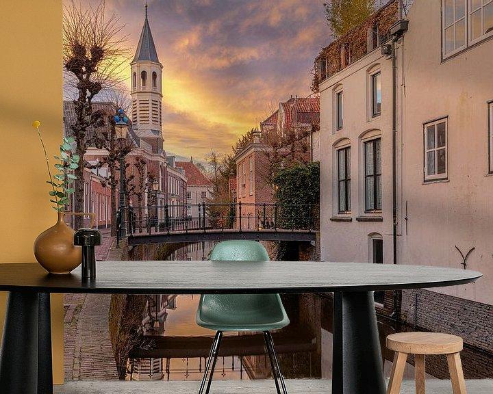 Sfeerimpressie behang: Zonsondergang in Amersfoort bij de Langegracht van Dennisart Fotografie