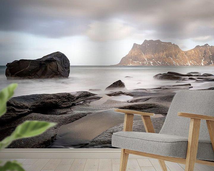 Sfeerimpressie behang: Uttakleiv Beach Lofoten Norway van Ab Wubben