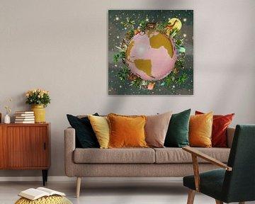 Wereldbol met tropische planten en jungle dieren von Studio POPPY