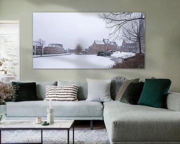 Stadsgezicht van Woerden in de sneeuw